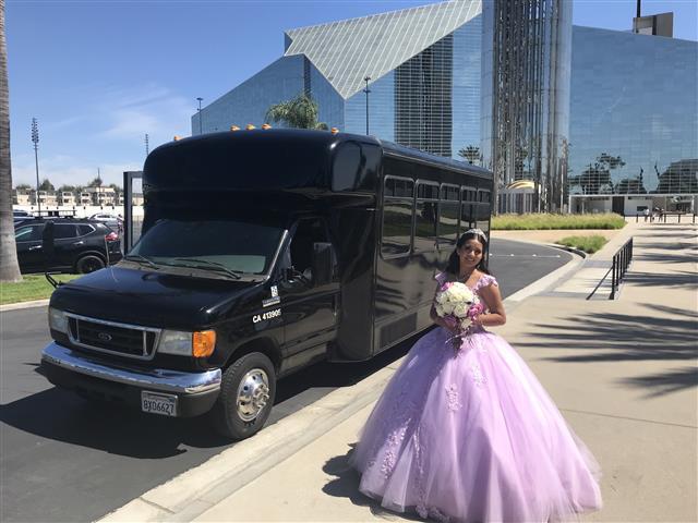 Limousine 4hrs $360 si $360 image 2