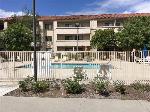 Santa Paulan Apartments image 5