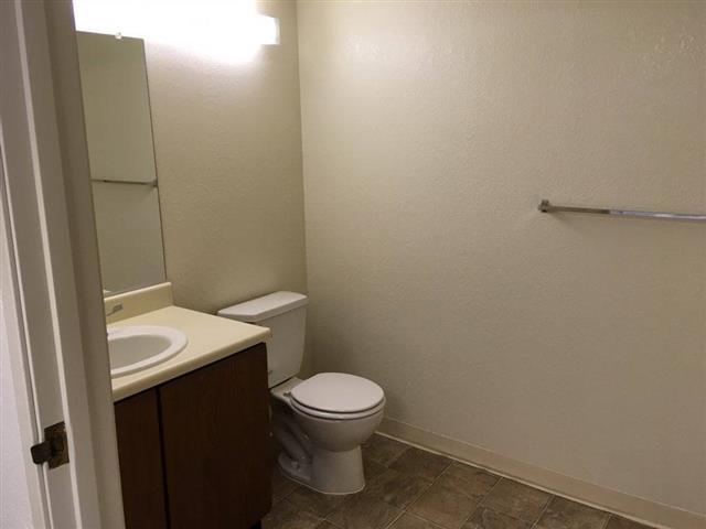 Santa Paulan Apartments image 3