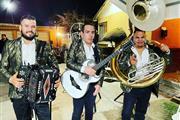 Grupo con Tuba 3239212602 thumbnail