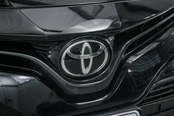 $20999 : 2018 Toyota Camry LE image 9
