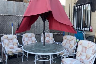 Mesa para el patio de venta en Los Angeles County