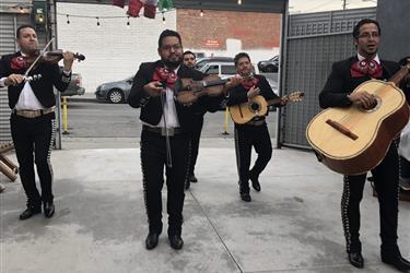 ∫Bueno Bonito Barato Mariachi en Los Angeles