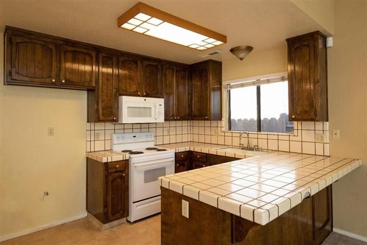 $1000 : Single story home located image 4