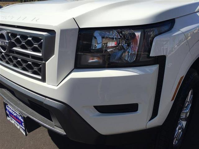 $33685 : 2022 Nissan Frontier SV image 10