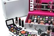 Trabajo Empacando Maquillaje