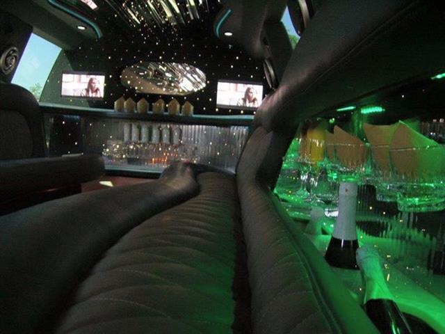Limousine 3hrs 299 image 2