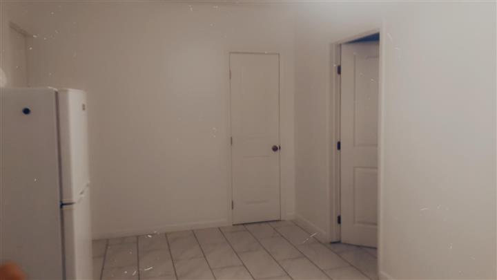 $1500 : Garage de renta image 1