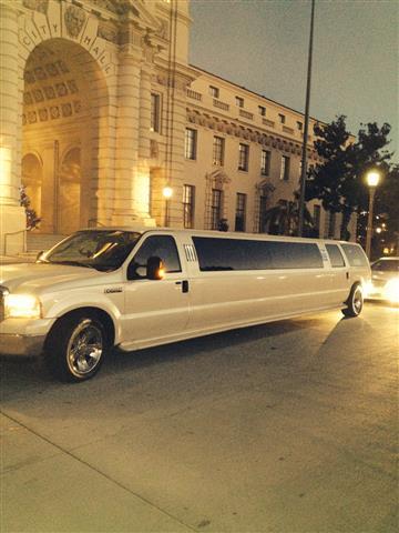 Limousine 4hrs $360 si $360 image 3