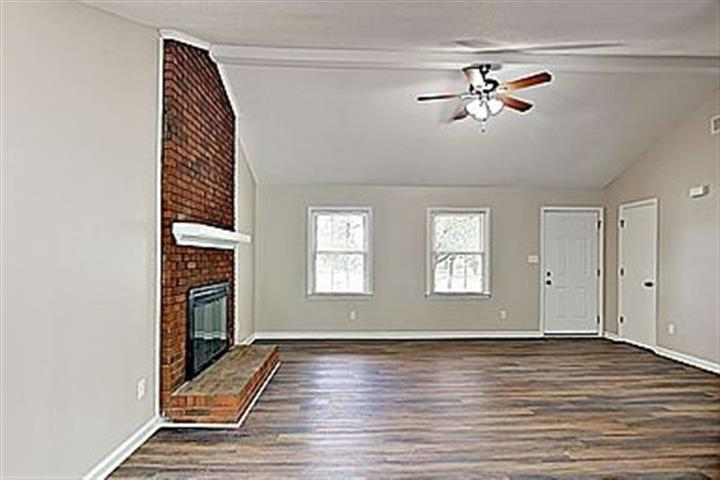 $900 : House for rent!! image 2