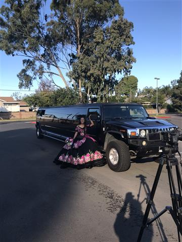 Limousine 4hrs $360 si $360 image 1
