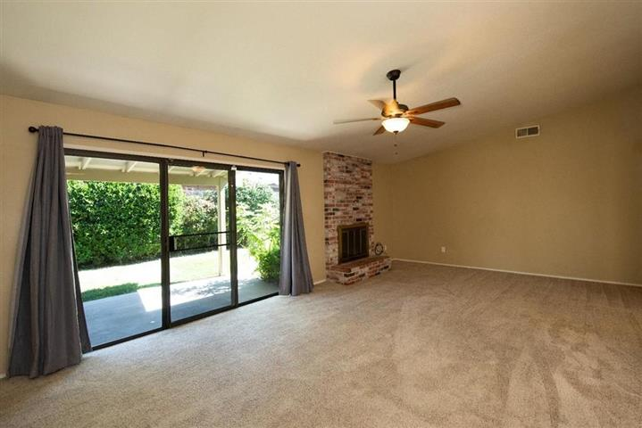 $1000 : Single story home located image 3