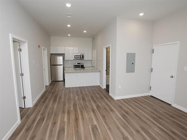 $1400 : Apartment for rent image 2