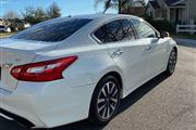 $8000 : 2017 Nissan Altima SV Sedan thumbnail