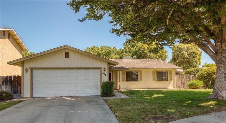 $1000 : Single story home located image 1