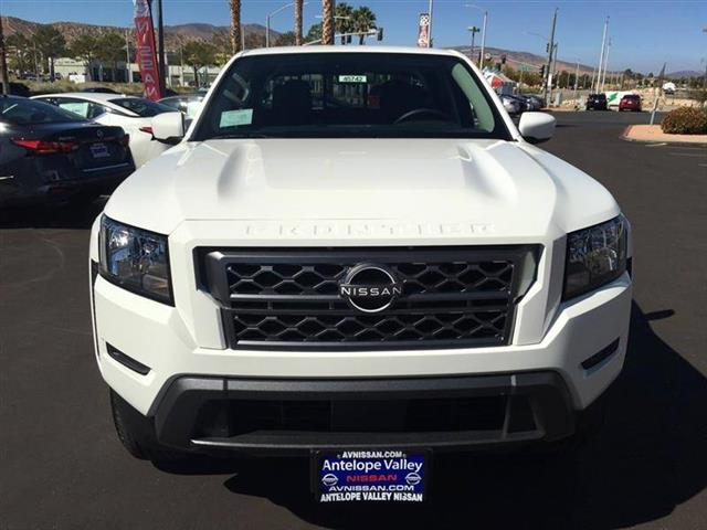 $33685 : 2022 Nissan Frontier SV image 2