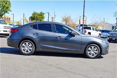 2016 Mazda MAZDA3 i Sport Seda en Los Angeles County