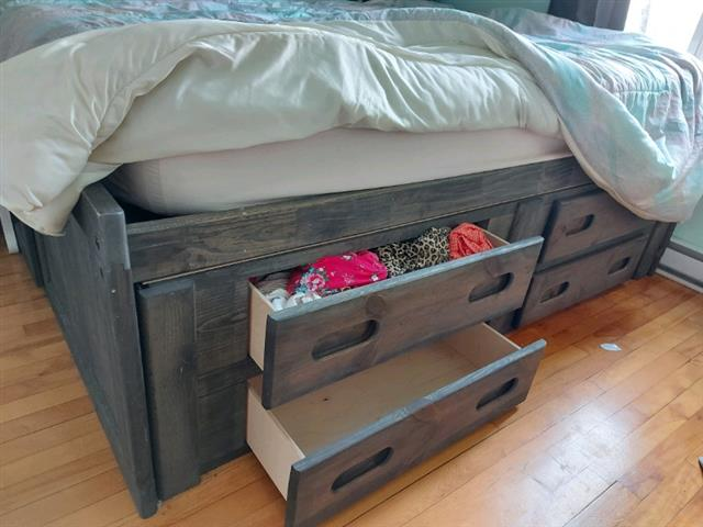 $600 : Double bed image 3