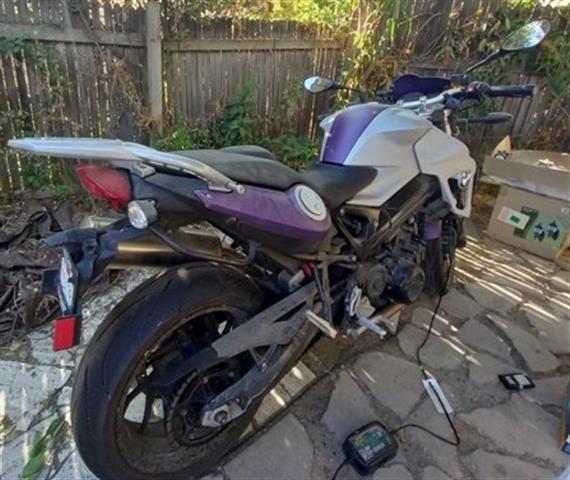 $5200 : Moto BMW F800 Como nueva 5,200 image 8