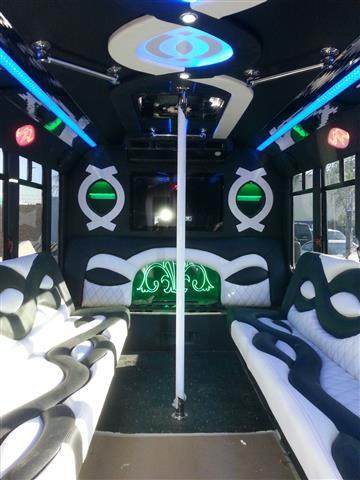 Party bus 99$ domingo viernes image 2