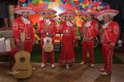 Disfruta de un verdadero mariachi, trajes de gala