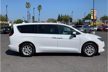 2017 Chrysler Pacifica Touring en Los Angeles